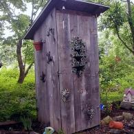 красивый дачный туалет