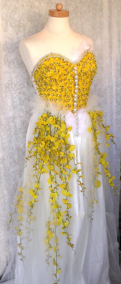 платье из живых цветов_фото