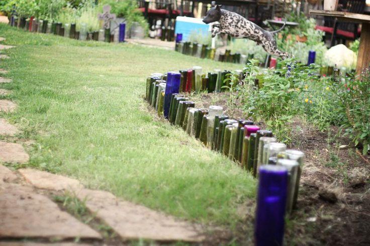 бордюр из стеклянных бутылок фото